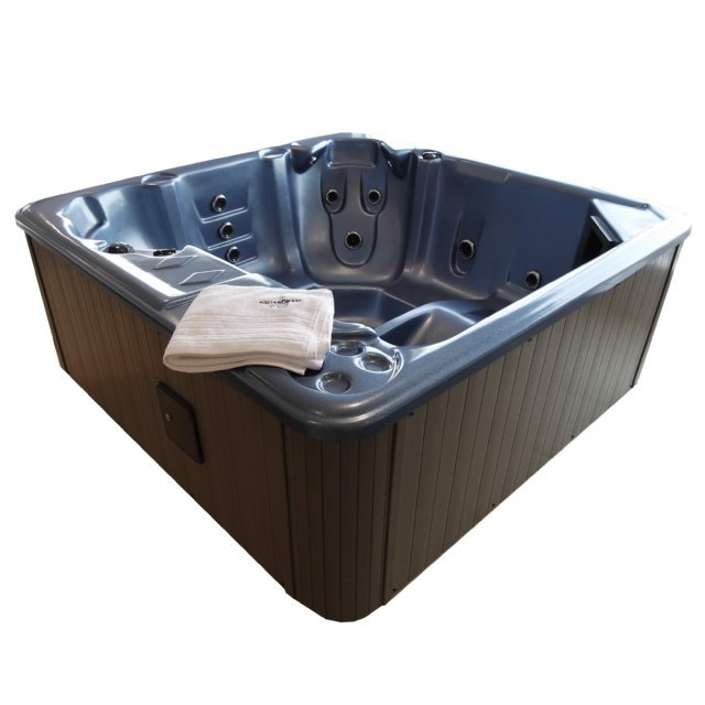 The Esk 6 person hot tub